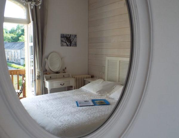 Chambre d'hôte Belle Epoque, à travers le miroir