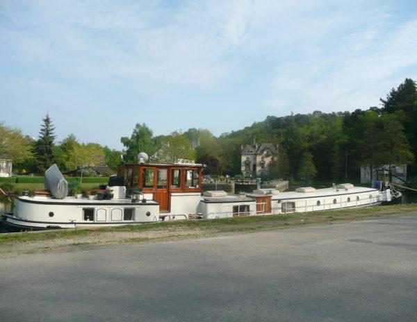 Villa Tranquillité, péniche Libje accostées à l'ancien port de Rohan