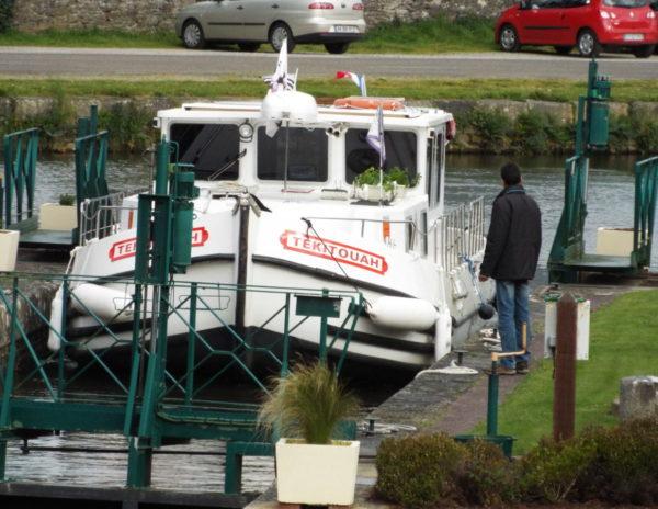 Villa Tranquillité vue bateau Tekitouah passant à l'écluse de Rohan