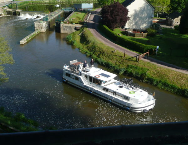 Villa Tranquillité vue bateau passant à l'écluse de Rohan