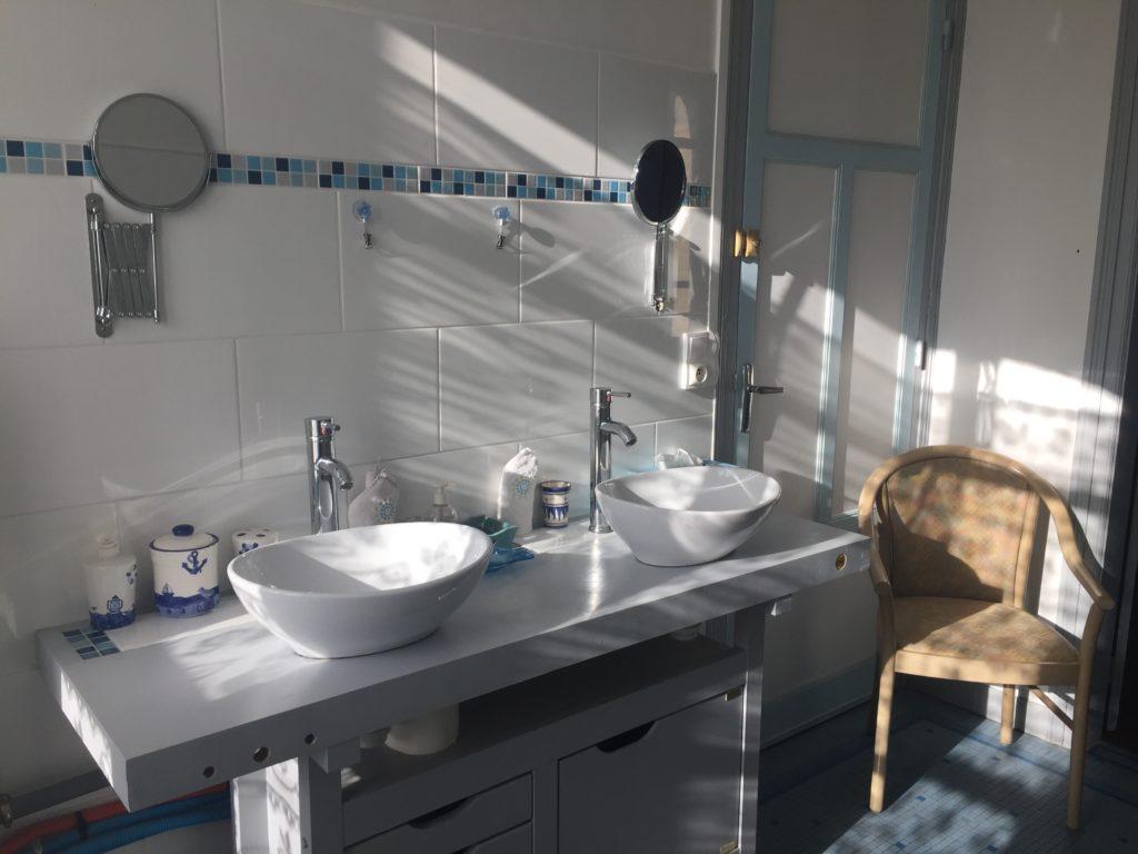 Chambre Duc de Rohan, lavabo de la salle de bain