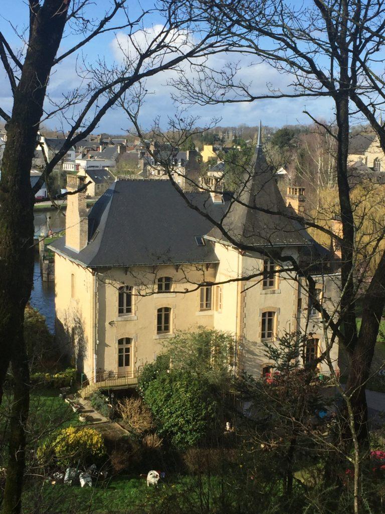 Villa Tranquillité côté jardin, Rohan, canal de Nantes à Brest