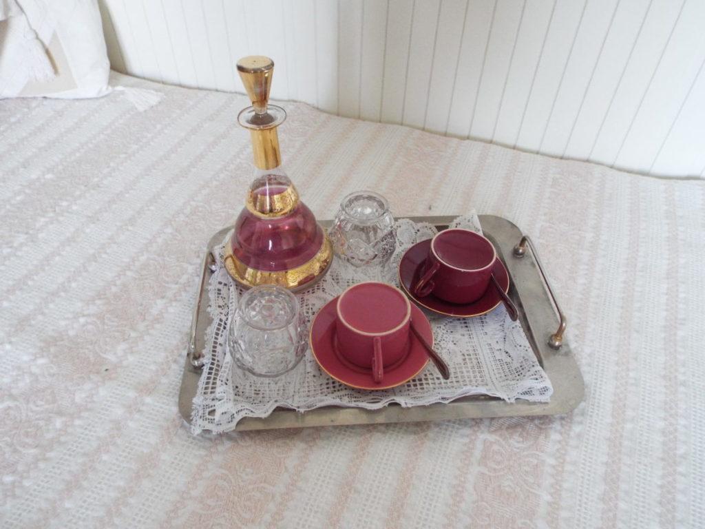 Plateau de courtoisie de la chambre Duc de Rohan: pour se faire un petit thé sur place