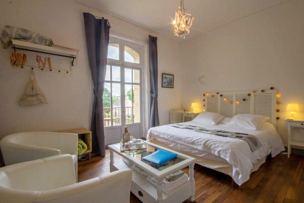 Chambre d'hôte La Roche Brune et son petit coin salon, balcon, vue sur l'écluse et le canal de Nantes à Brest: Villa tranquillité