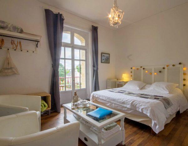 Chambre d'hôte La Roche Brune et son petit coin salon, balcon, vue sur l'écluse et le canal de Nantes à Brest : Villa tranquillité