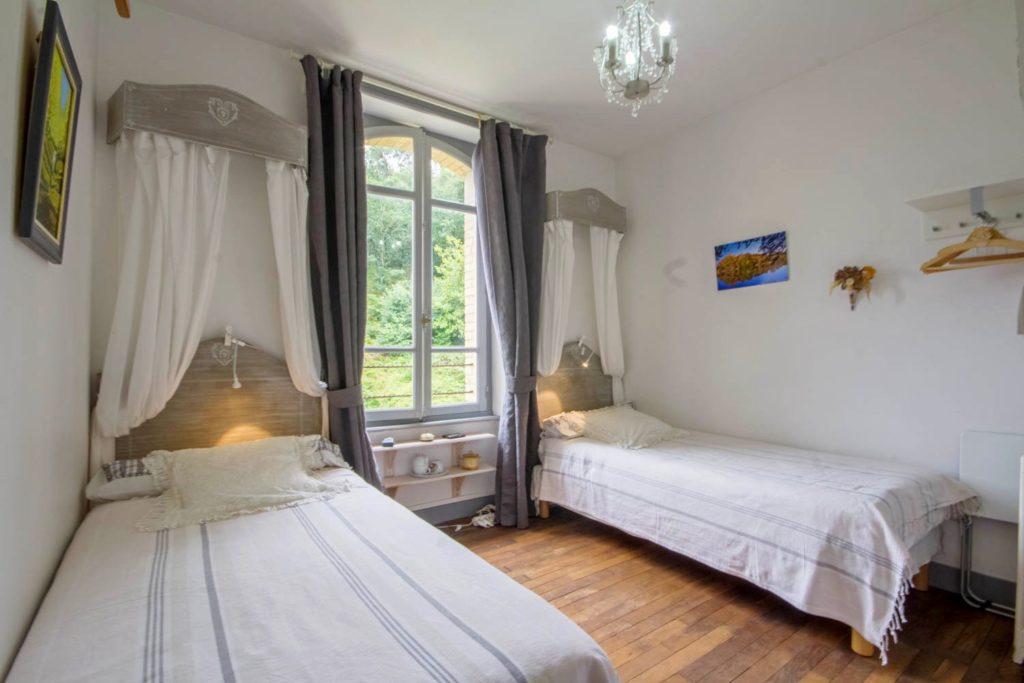 La chambre d'hôte les Randonneurs, Villa Tranquillité, comporte deux lits de 90 qui sont séparés. On peut éventuellement les rapprocher. Elle donne sur le jardin et bénéficie d'un bel ensoleillement
