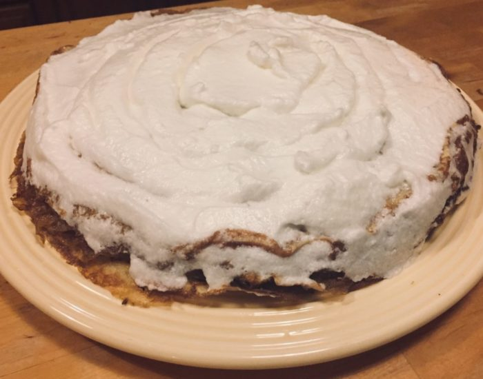 Gâteau de crêpes meringué à la crème de citron-2 : préparation. Table d'hôte de la Villa Tranquillité, Rohan 56