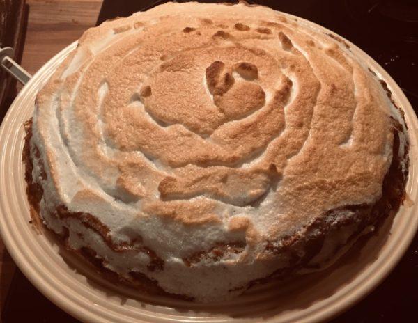 Gâteau de crêpes meringué à la crème de citron. Très bon mais long à préparer. Table d'hôte de la Villa Tranquillité, Rohan 56