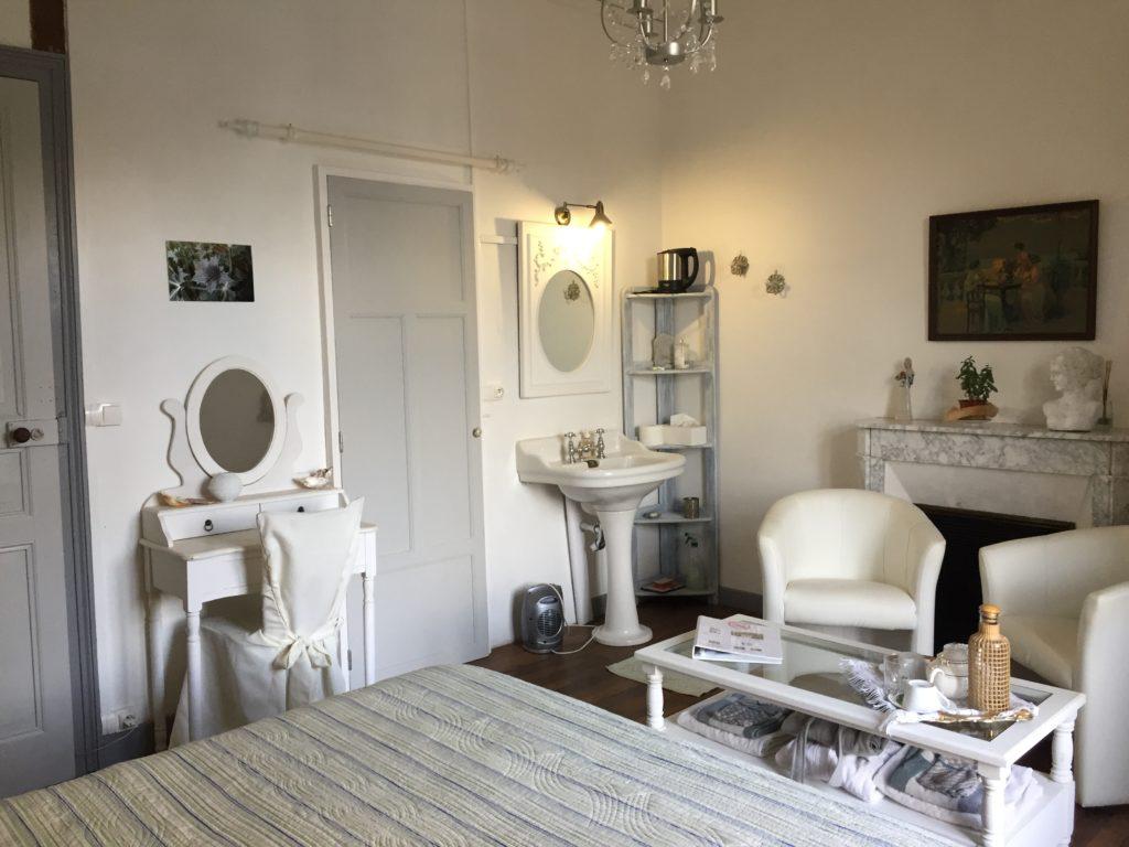 La Roche Brune, coin toilette et salon