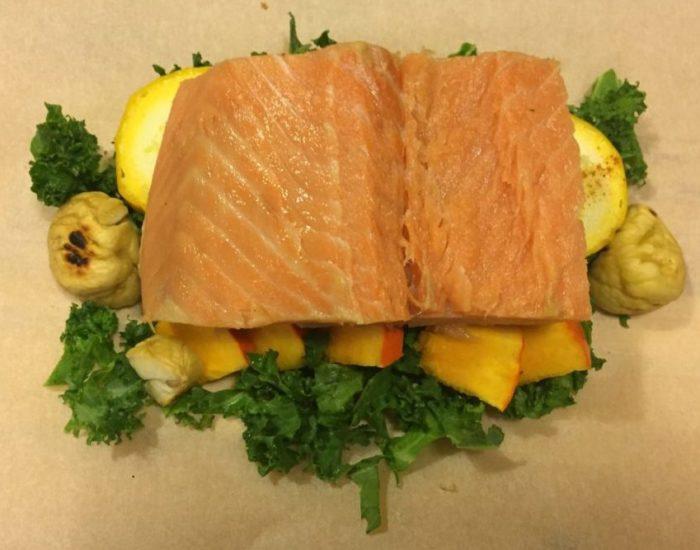 Papillote de saumon et ses légumes, préparation. Table d'hôte de la Villa Tranquillité, Rohan 56