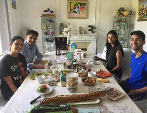 Famille au petit-dejeuner, Villa Tranquillité