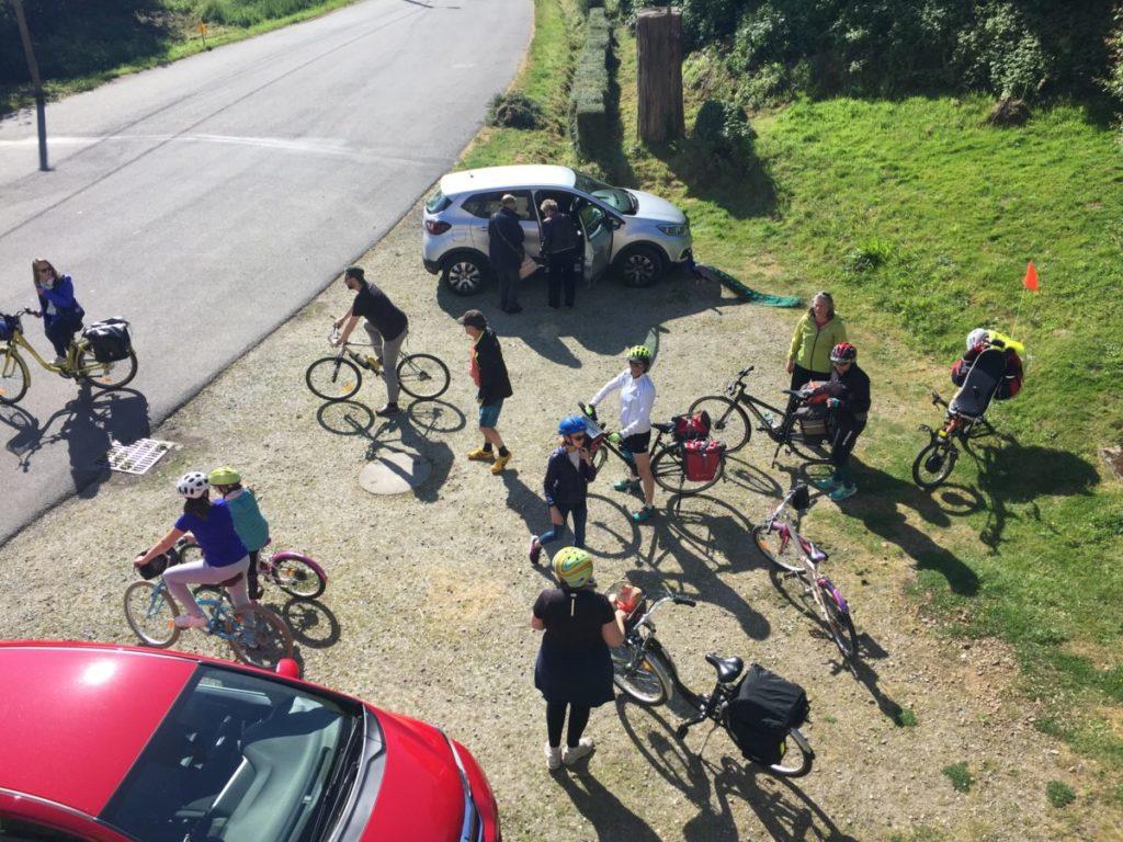 L'espace de la Villa Tranquillité permet d'accueillir des groupes. Voici un groupe à vélo prêt à partir en vélo