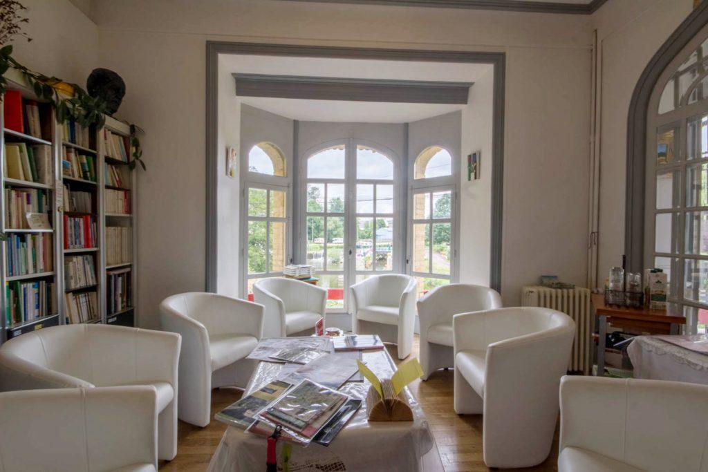 salon de la Villa Tranquillité, vue sur le canal