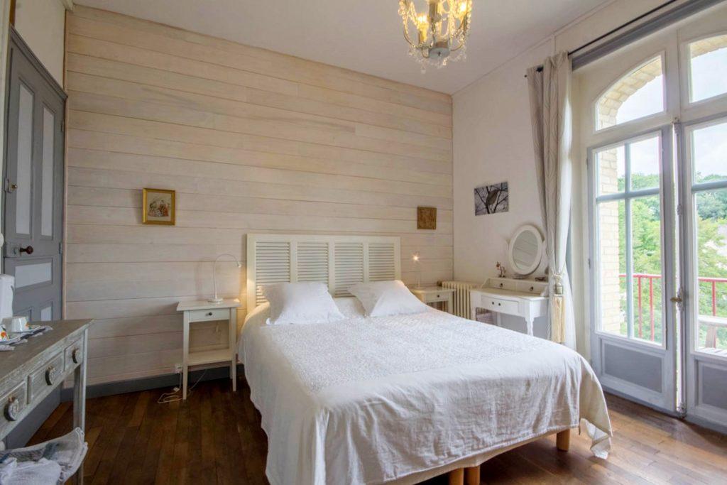 Chambre d'hôte Belle Epoque, balcon, vue sur l'écluse et le canal de Nantes à Brest: Villa tranquillité