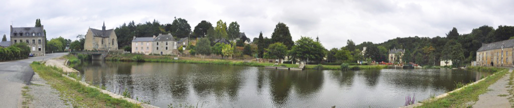 Vue panoramique de l'ancien port de Rohan depuis la Chapelle de Bon Encontre jusqu'à la Villa Tranquillité. Bien que ne représentant pas la réalité, la photo est intéressante pour se faire une idée de ce site classé