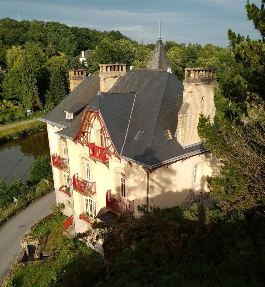 Prise de vue de la Villa Tranquillité depuis le rocher qui surplombe la maison